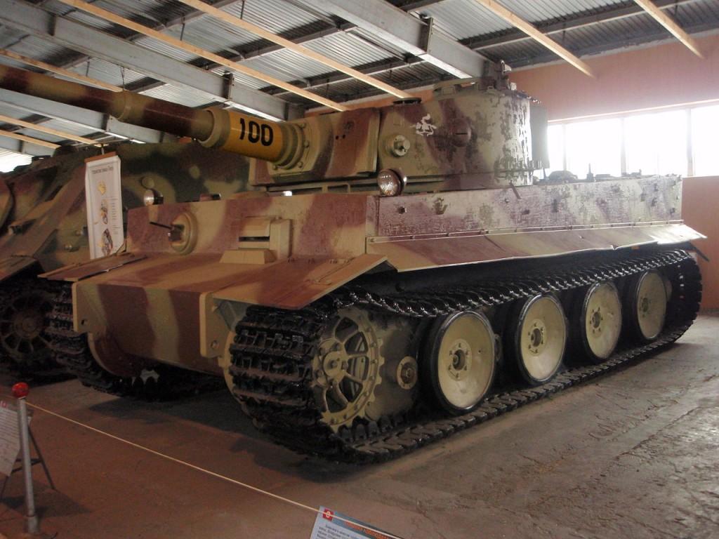 1280px-Немецкий_тяжёлый_танк_Pz.VI_(Tiger_I)
